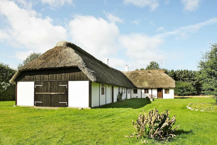 Acogedora casa de vacaciones en Læsø con barbacoa