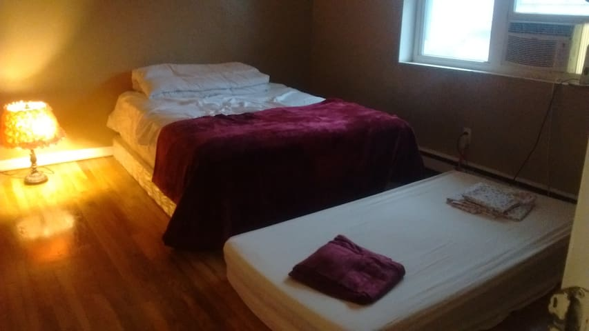 A single bed in a living room 4 male or female, NJ - North Arlington - Huoneisto