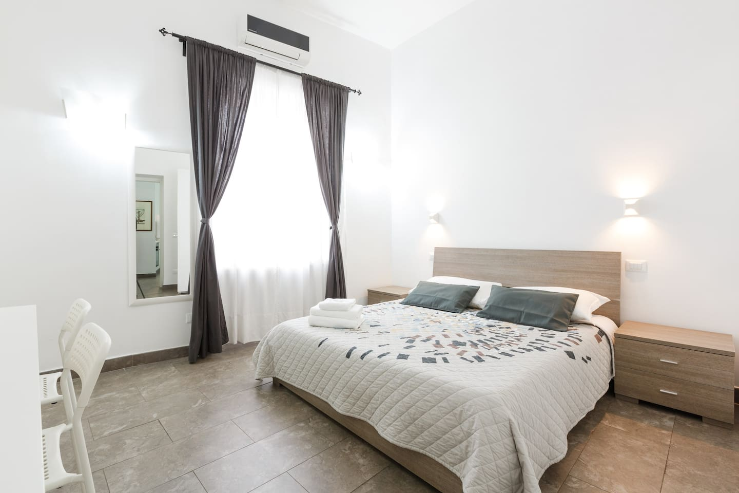 Double bedroom with air-cond, wi-fi and desk, vacation rental in Rome