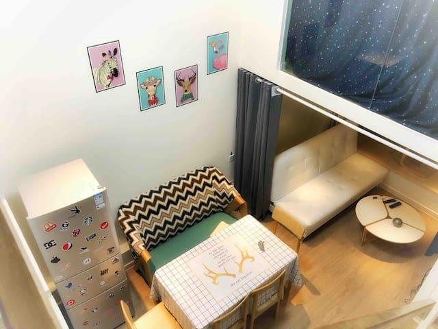 单间南法信商务公寓阁楼Loft通透15号线阳光独立房间有猫咪仅限女生