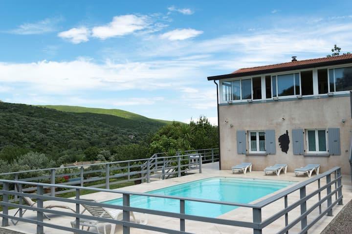 villa 100m2 avec piscine à LURI cap corse