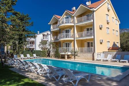 Apartments Ljiljana / One bedrooms A3 - Jadranovo - アパート