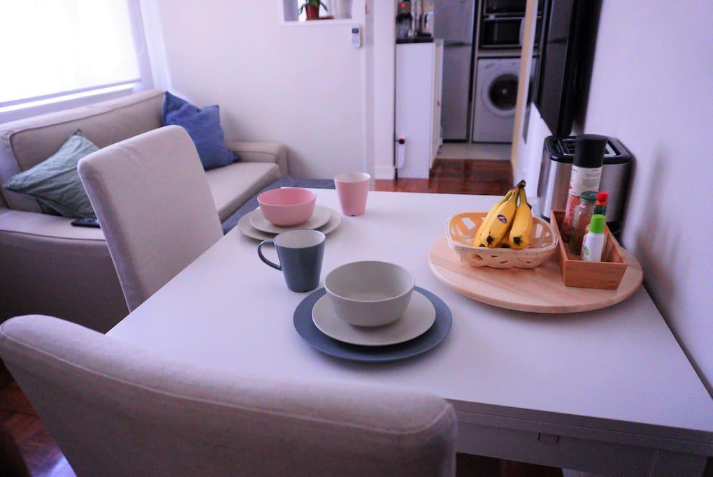 full new kitchenware set provided