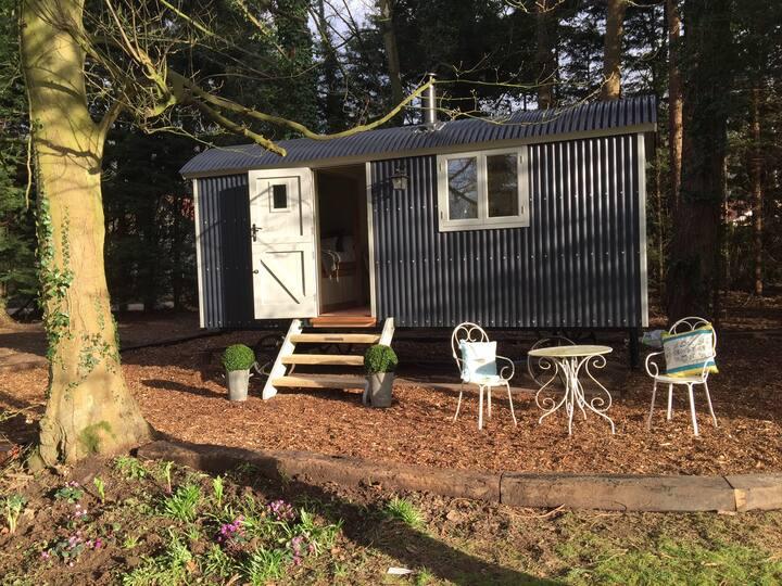 Luxury Shepherd's Hut inc Bathroom