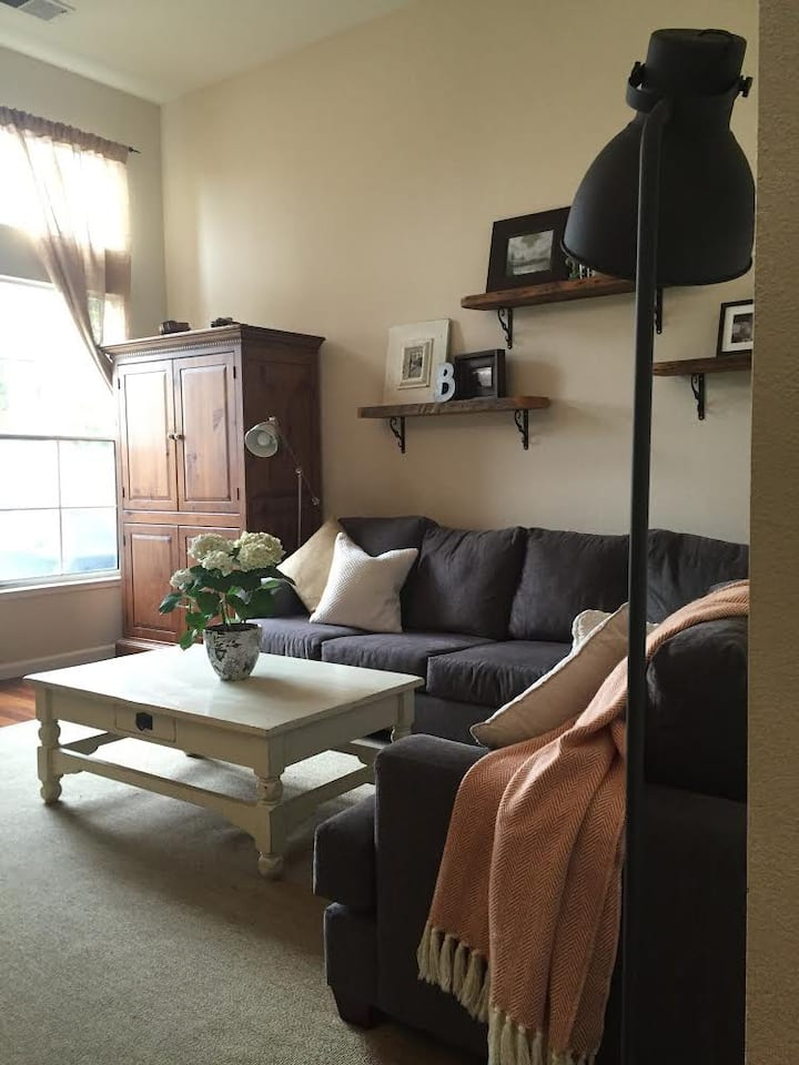 Family friendly long term townhouse!