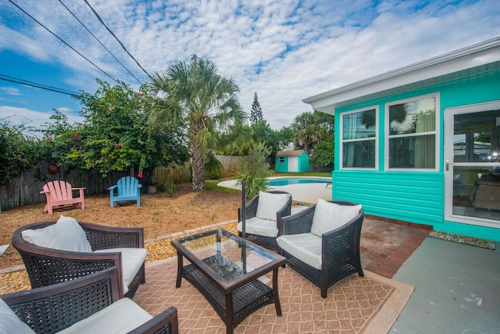 Salt Water Pool, Private Back Yard, Walk to Beach - Daytona Beach - House