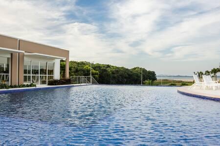 Casa em Condomínio Privado na Beira da Lagoa
