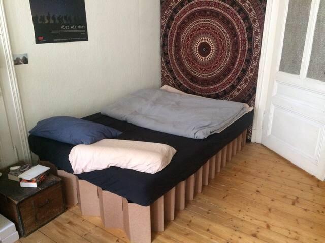 Helles und geräumiges Zimmer in Marburger WG