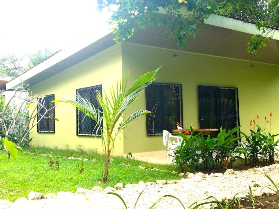 Casa mango family friendly 2 bedroom 2 bath case in for Case affitto costa rica