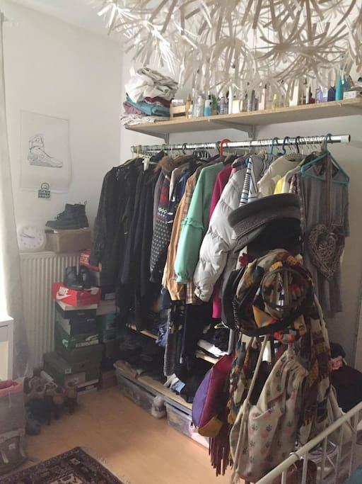 Kleider-und Schuhecke