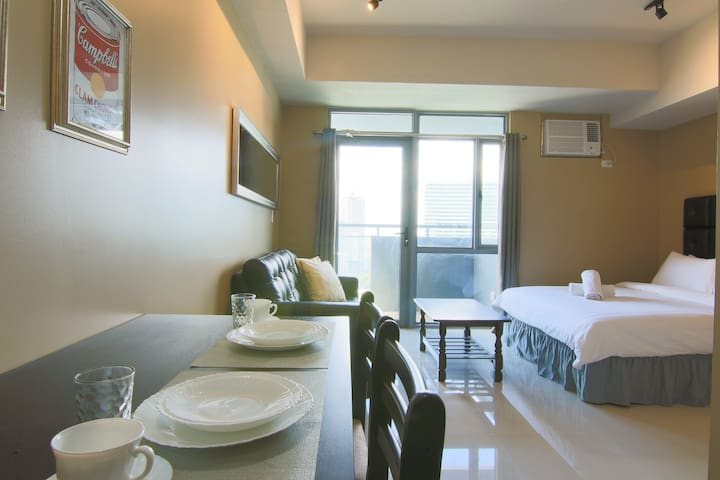 Comfy Manhattan Heights Cubao 20MBPS! + NETFLIX