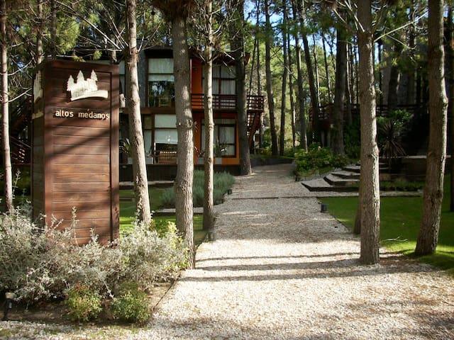 Mar y Bosque, cabañas en Complejo Altos Médanos
