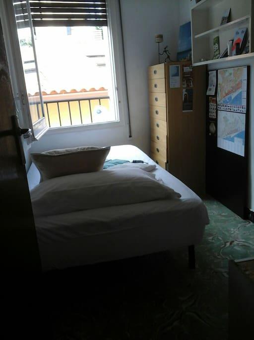 habitacion y vista a tejados