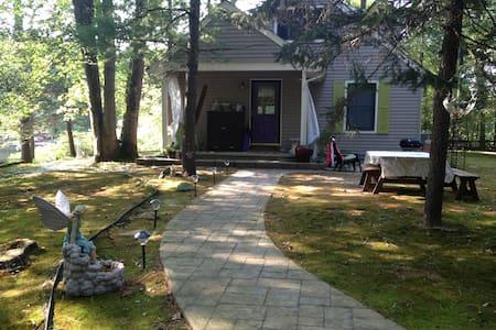 Lakefront Getaway - Medford