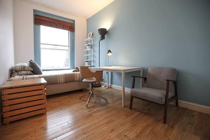 Central Victorian Shirouma blue Room - ZONE 1