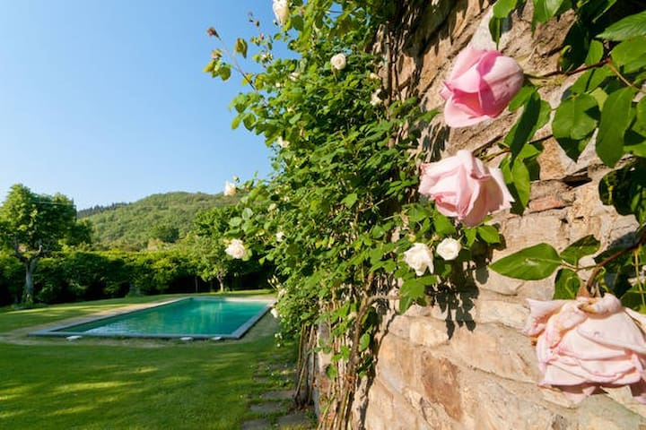 2 cottages in VILLA near Florence - Vaiano - บ้าน