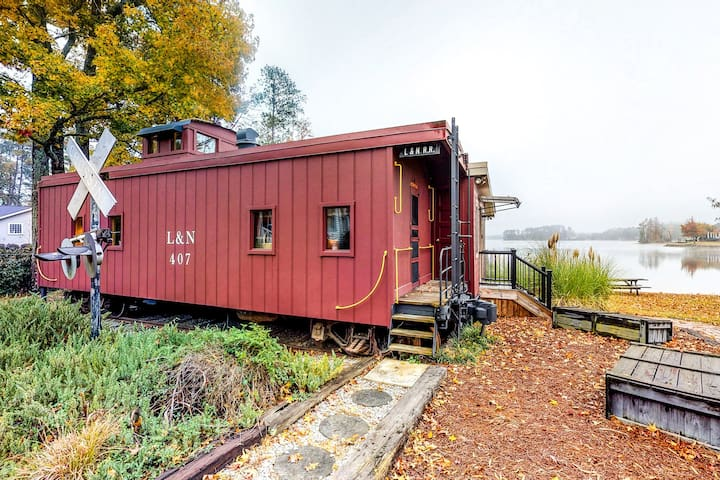 Renovated, unique caboose with a lakefront spot - public boat ramp 2 min away!