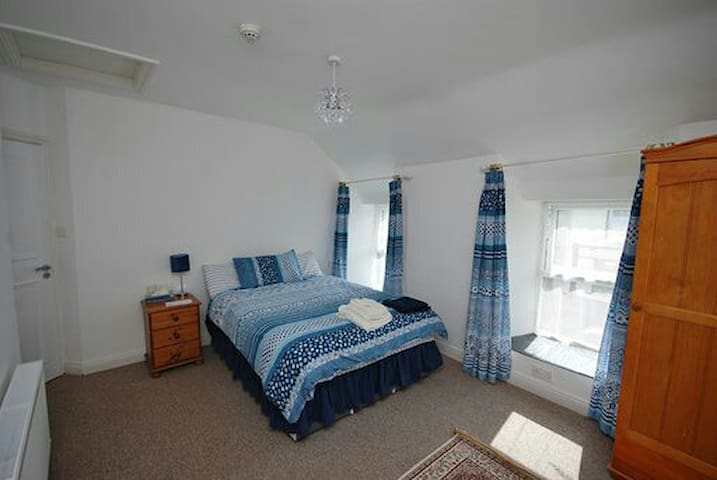 Large En Suite Bedroom in heart of Durrus Village