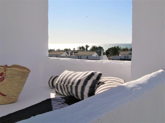 Fantastic penthouse with sea view 200m from beach