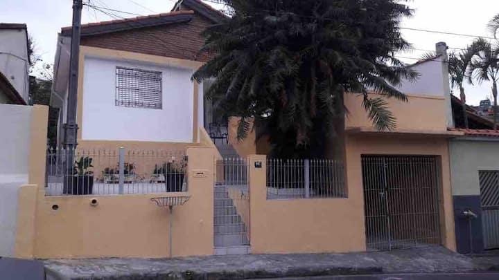 Casa mobiliada, bem próximo ao Ginásio José Correa