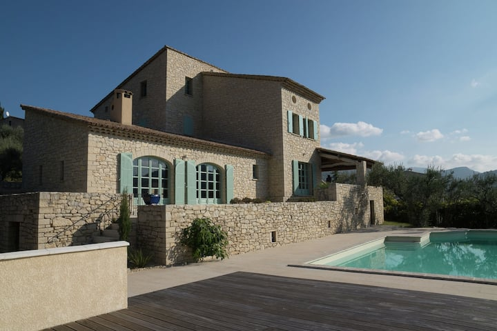 Beautiful villa with panoramic view, in the hills of the Mont Ventoux