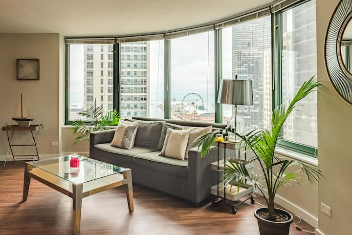 3B/3BA Massive Luxury Apartment | Views, Indoor Pool & Gym by ENVITAE
