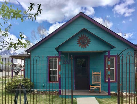 Charming 2-Bedroom House in Historic Downtown