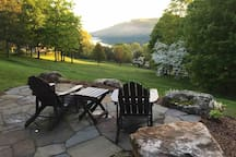 Relaxing lake-view retreat