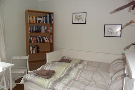 Walking distance town, Uni, RBH, TV Business Park - Reading