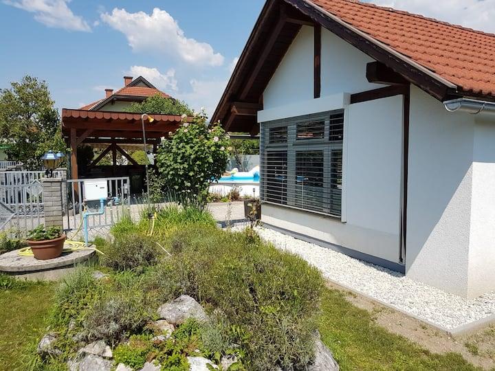 Villacher Uferhäuschen mit Pool und tollem Garten