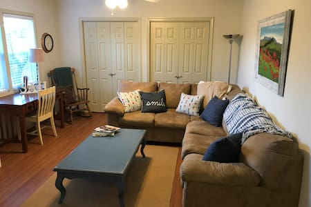 The Guest House-Coastal 1BR apt, perfect location