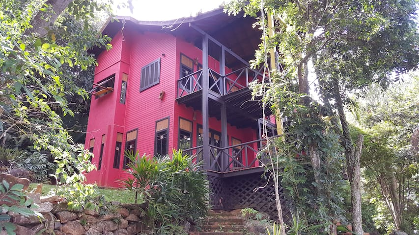 Costa da Lagoa, linda casa no estilo Tailandês