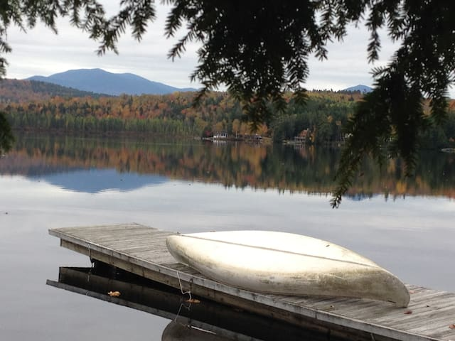 Lake House with Mountain Views - Dalton - Ferienunterkunft