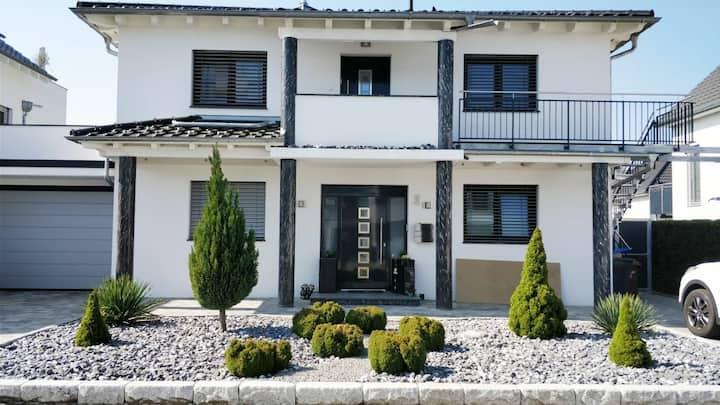 Moderne Wohnung 95qm. Nahe Bodensee und Schweiz