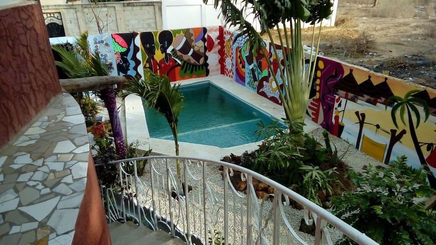 Grande chambre avec piscine