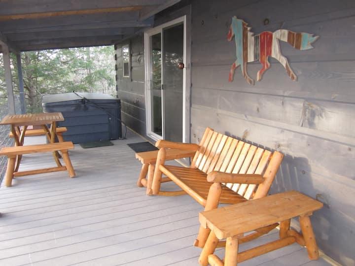 Treehouse-TN Honeymoon Cabin-HOT TUB-in BSF!!!
