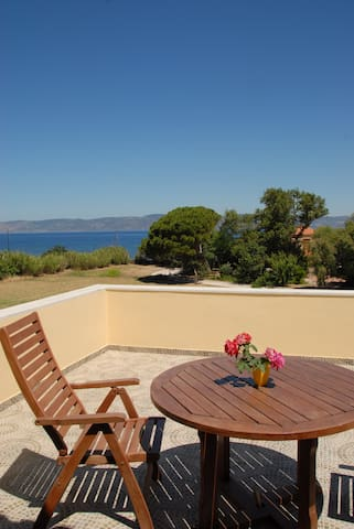 Molyvos Olive Grove Apartments on Etfalou Beach - Mithimna - Huoneisto