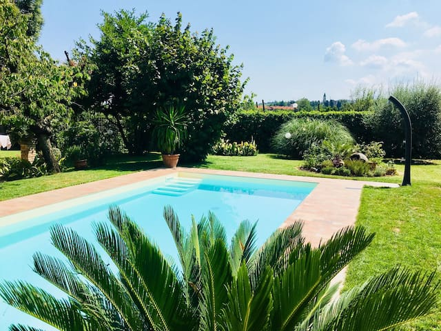 Country house del 600 con giardino e piscina