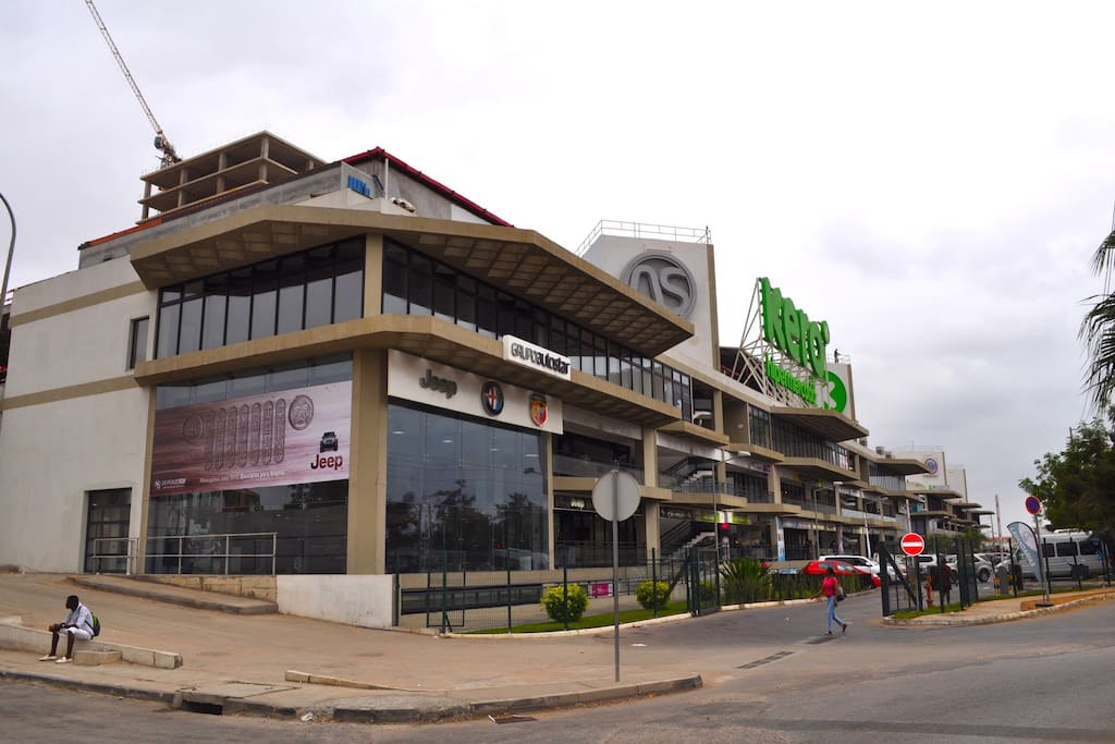 Privileged location - Luanda Sul - Talatona - in a mall with KERO hypermarket and well-known car stands (Jeep, Alfa Romeo)