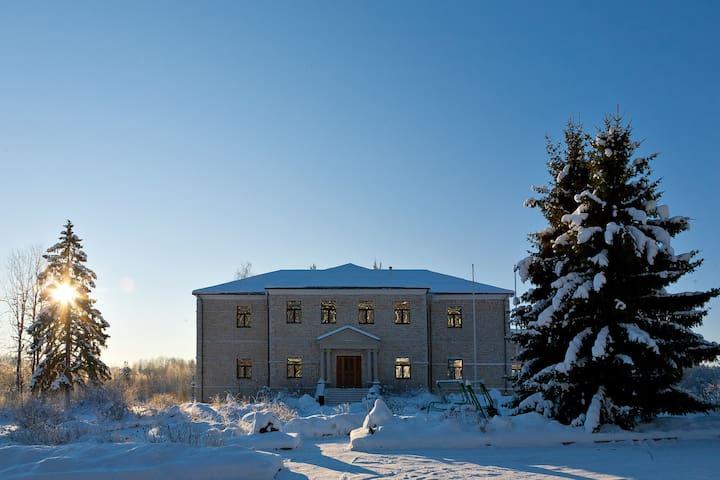 Загородное Имение, Country mansion