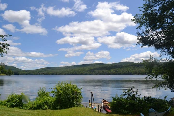 Lake Fairlee Cape, Private Dock & Spacious Lawn