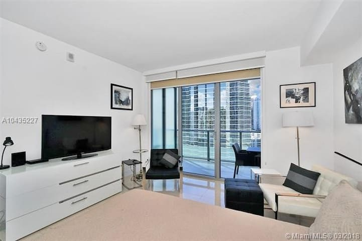 Luxury Brickell studio in full amenity building!