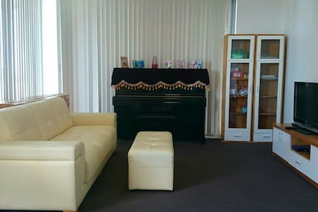 Shared room, close to city (female guest only) 2 - Burwood