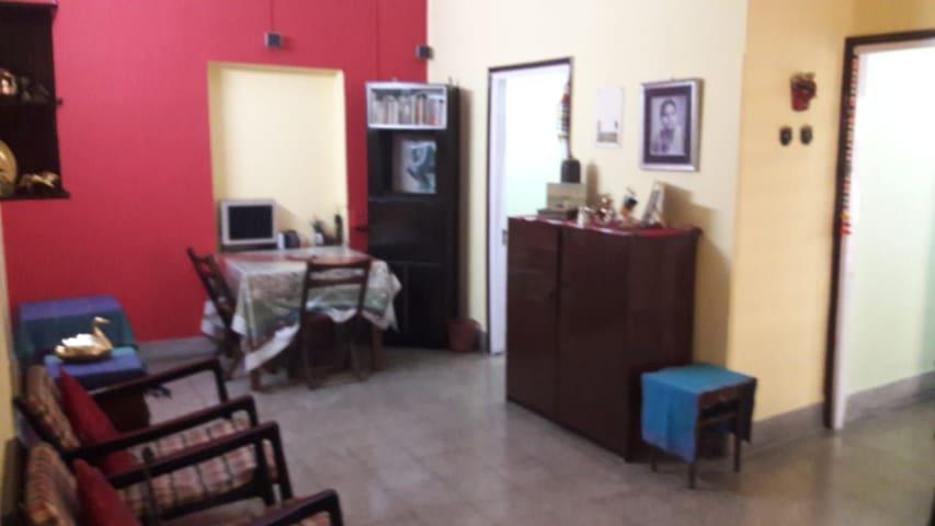 1 Ac Room Heritage Property@New Alipur, Kolkata