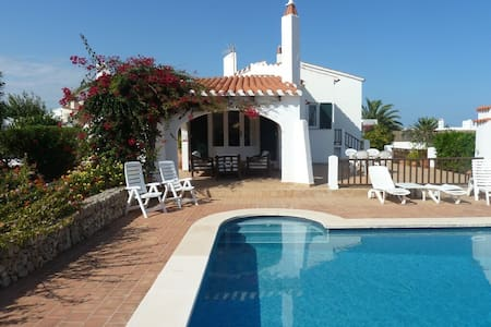 Private 3 bed villa with large pool, Wifi and A/C