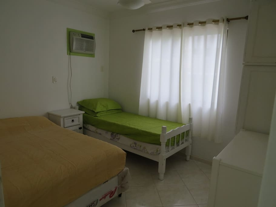 Quarto Casal + 01 cama solteiro