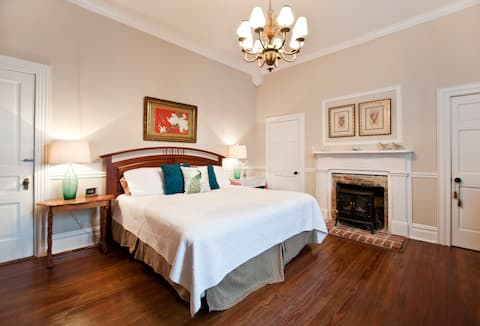Spacious Room in historic home-Breakfast included!