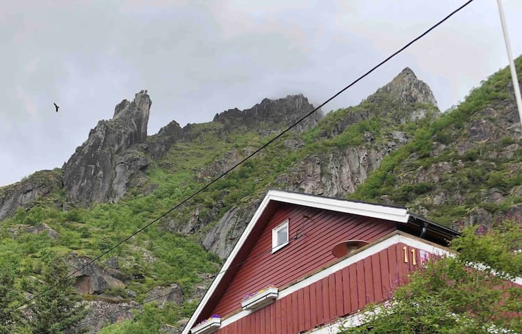 Appartment Svolvær, Lofoten. Mountain trail nearby