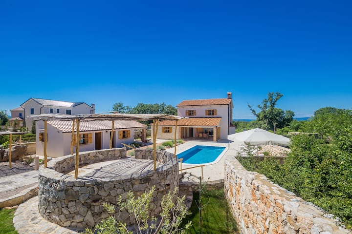 Wunderschöne rustikales Ferienhaus mit Pool
