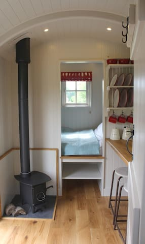 Bespoke, handcrafted Shepherds Hut in rural fields - Bethersden